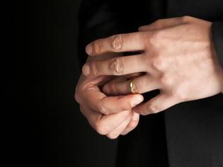 παντρεμένος άντρας που βγαίνει με μια γυναίκα λίστα των 100 δωρεάν site γνωριμιών στον κόσμο